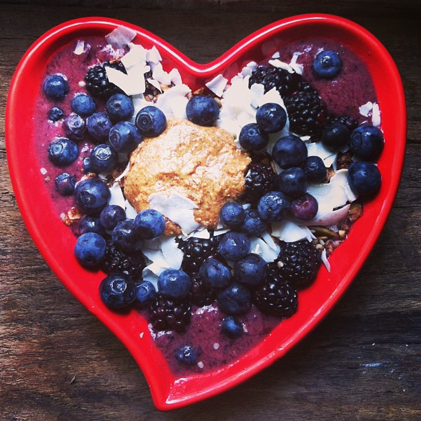 My almond butter acai bowl with homemade granola